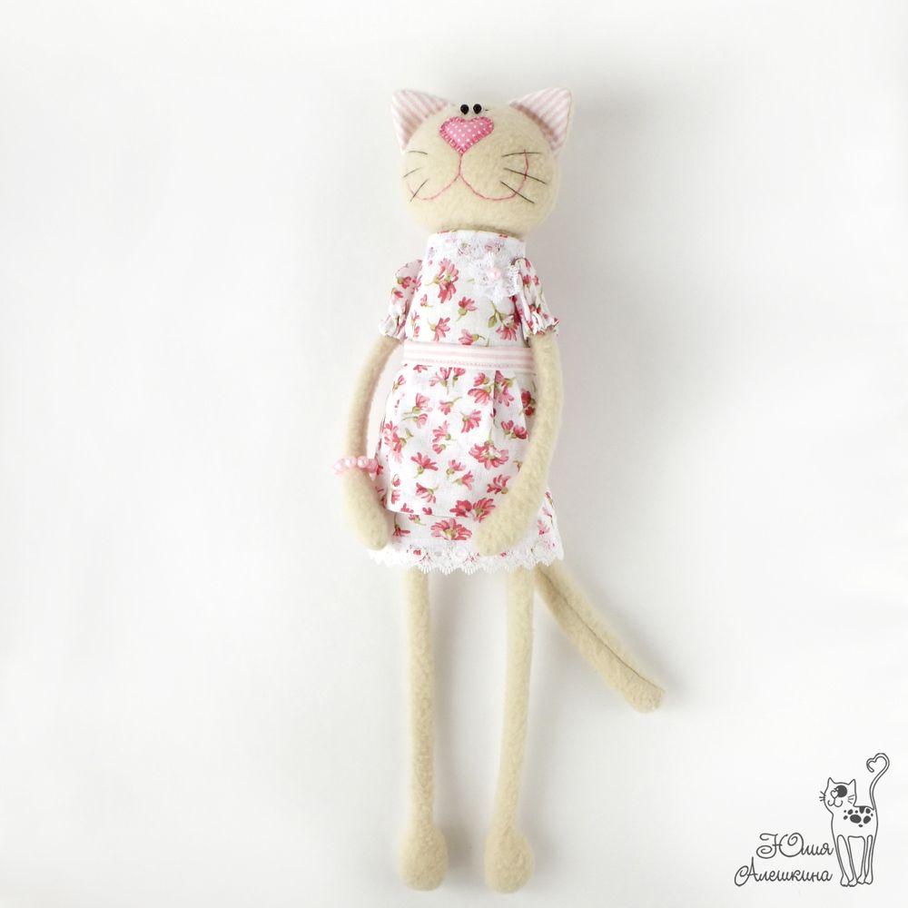 Кошечка игрушка