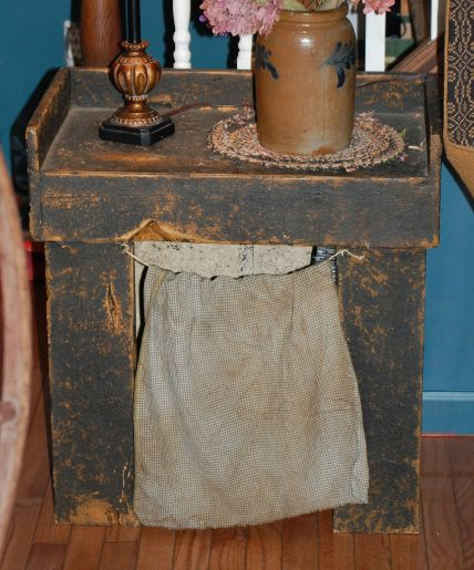Primitiques' mini dry sink with a grubby curtain, great in bedroom & living room :)