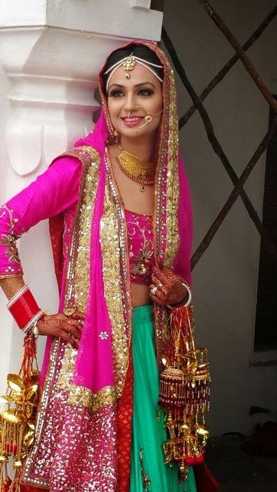 bright pink and aqua, pink and mint, sikh bride, bridal lehenga, georgette, day wedding