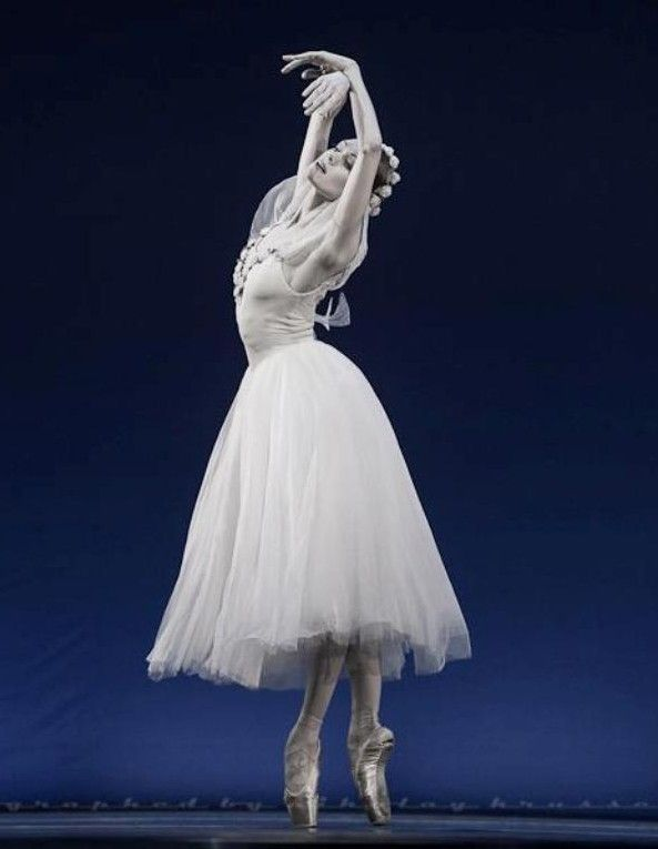 Ulyana Lopatkina (Mariinsky Ballet) and Marat Shemiunov (Mikhailovsky Ballet)