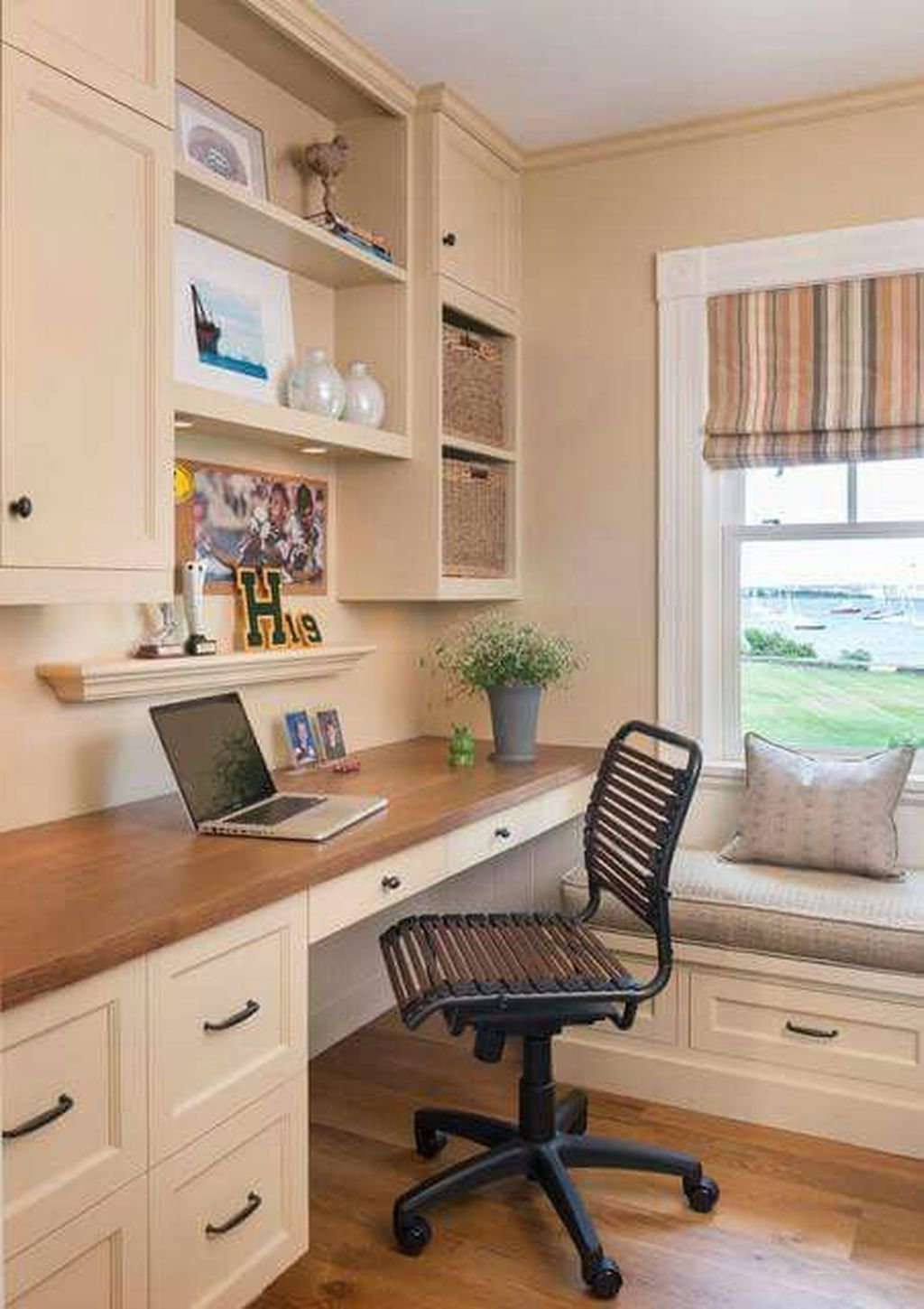 Awesome 42 Comfy Home Office Window Design Ideas More At Https Homyfeed Com 2019 02 21 42 Comfy Home Offic Small Home Offices Home Office Home Office Design