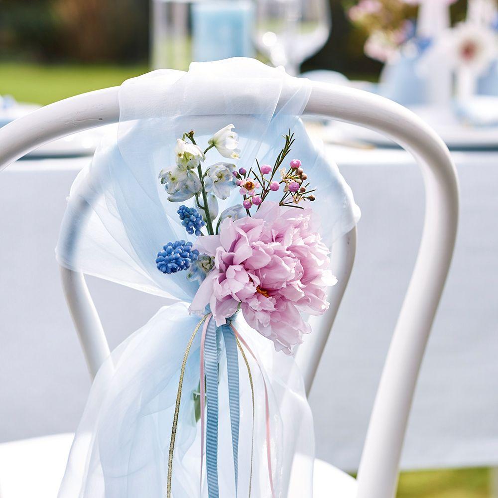 Jede Braut Weiß Die Dekoration Am Hochzeitstag Ist Besonders Wichtig Wir Lieben Dieses Dezente Romantische Deko Element Romantische Deko Blumen Online Blumen