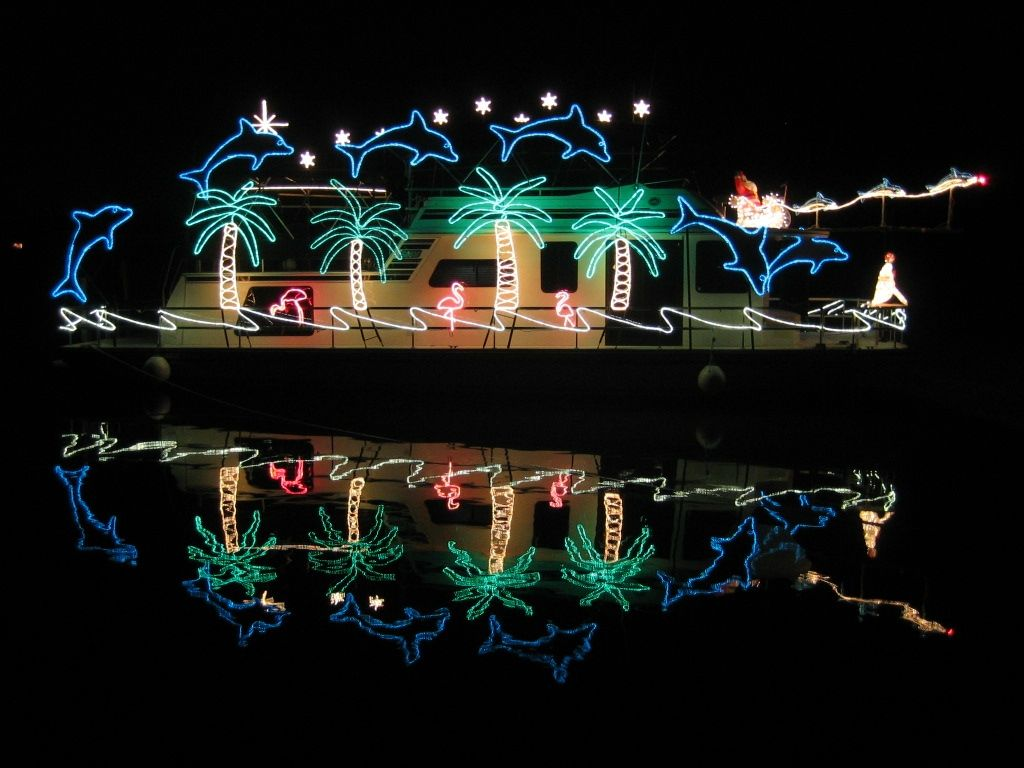 Attractive Decorated Boats For Christmas | Boat Photo Gallery | Parts/Services | Media  | Site Map | Christmas In July/crafts And Coloring For Christmas July.