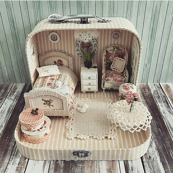 18 Amazing Do It Yourself Doll House Ideas #dollhouses