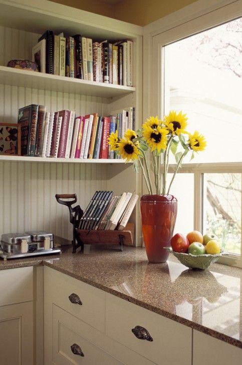 Weißer Küchenschrank mit Silber Hardware Spiele | 5 Preiswerte ...