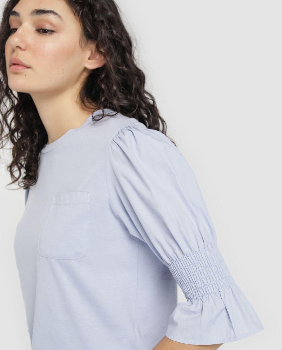 c289eaff51 Blusa de mujer Emporio Armani con bolsillo y elástico en los brazos · Emporio  Armani ·
