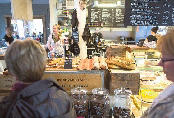 Kellokosken Kinuskilla-kahvila tarjoaa sunnuntaisin krepsejä, suolaisina ja makeina.