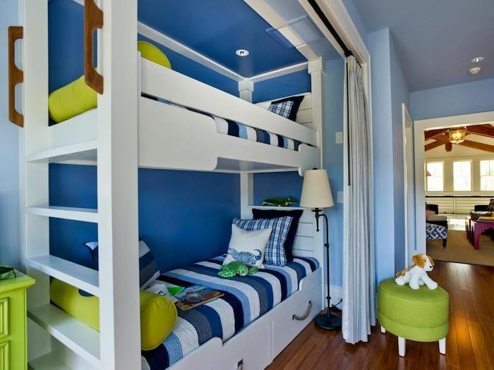 Blaues schlafzimmer ~ Ein blaues zimmer für zwei jungen mit einem hohen weißen