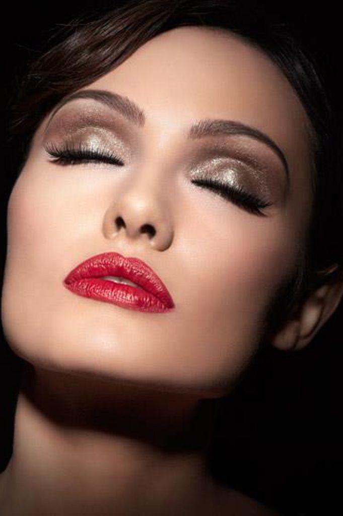 Professional Makeup 《 Fab Fiona