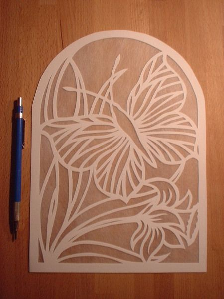 Jonquille et papillon. Papercut