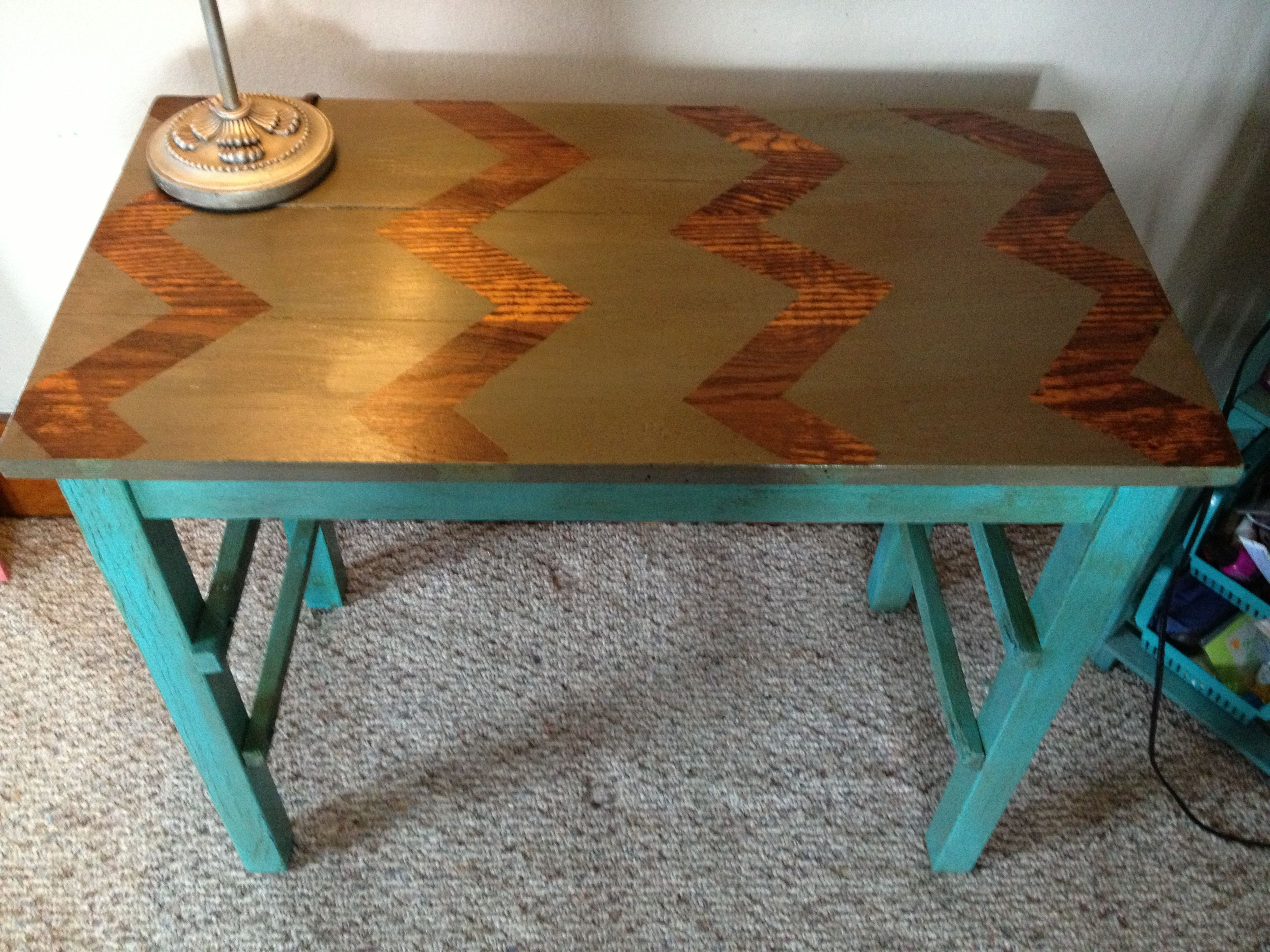 DIY Doityourself Converting and old table sand down legs and top