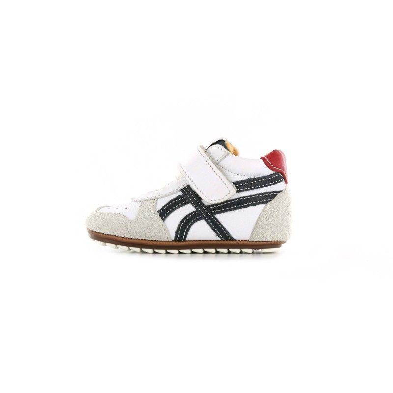 08d09e2db1e Deze Shoesme babysneaker is speciaal ontwikkeld voor de eerste stapjes. Het  lage model is uitgevoerd