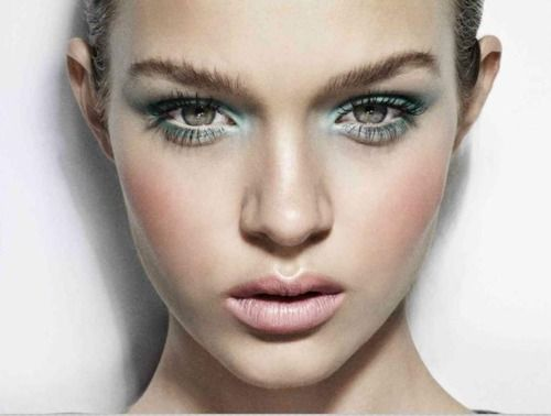 soft pretty pastels : soft pink lips and cheeks, light green eyeshadow #makeup