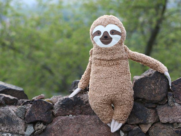 faultier kissen kuscheltier und wohndeko sloth toy. Black Bedroom Furniture Sets. Home Design Ideas