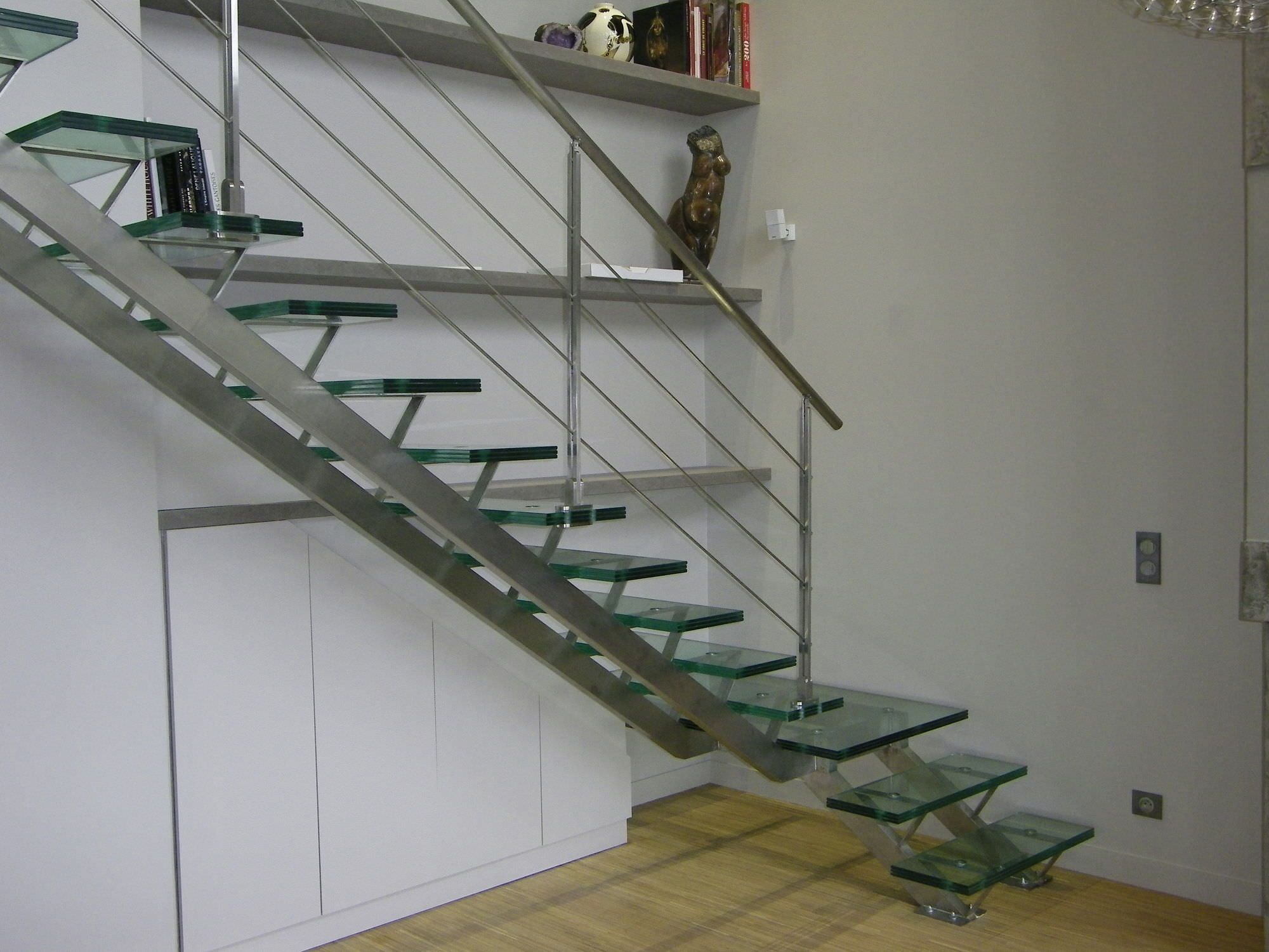 Best Charming Stainless Steel Handrail With Glass Stairs Step 400 x 300