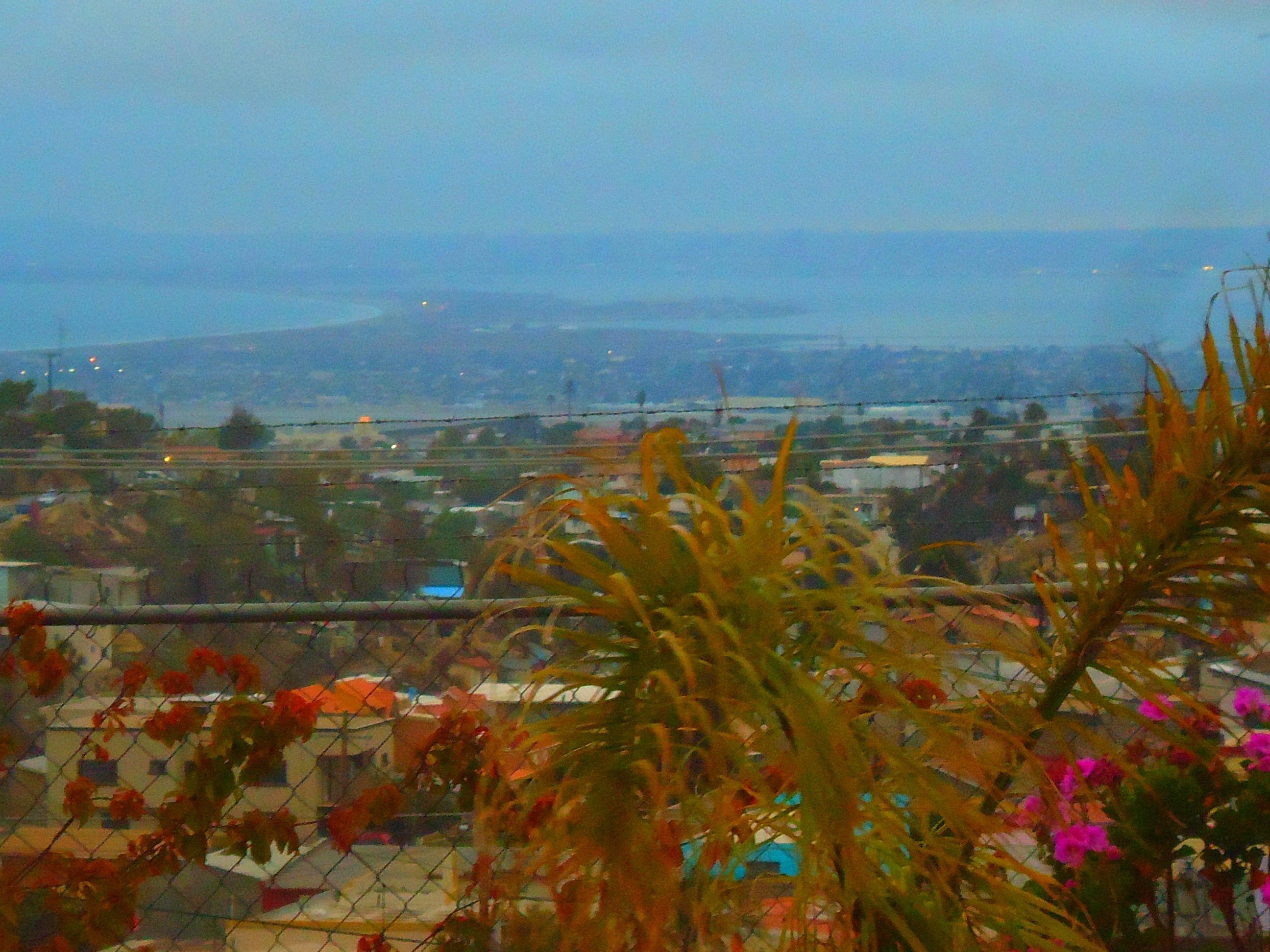 Ultimos rayos de sol.  Vista desde Jardín de Fiestas  Calypso Gardens!