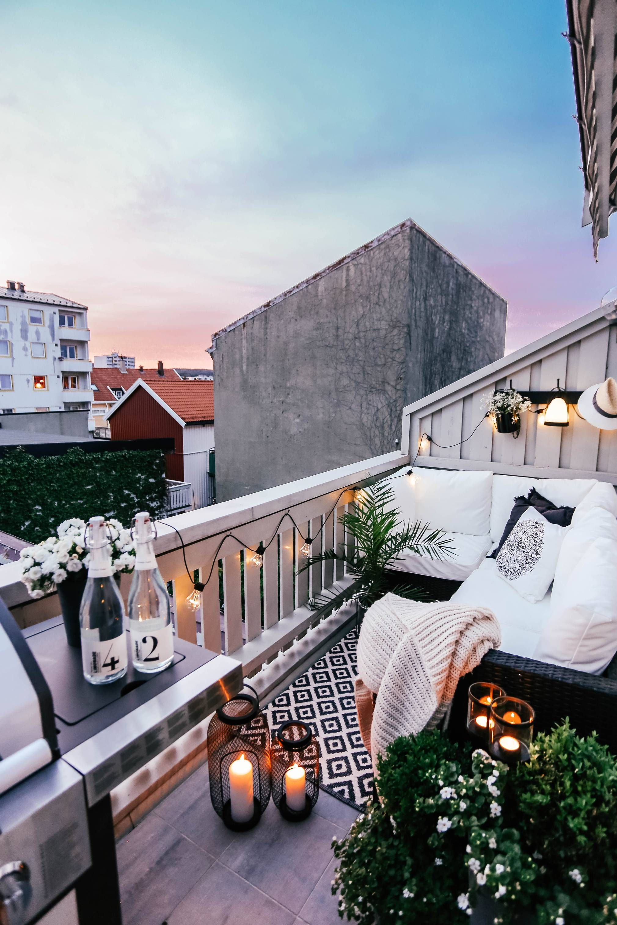 Sene Sommerkvelder Balcony Decor Cozy Patio Exterior Decor