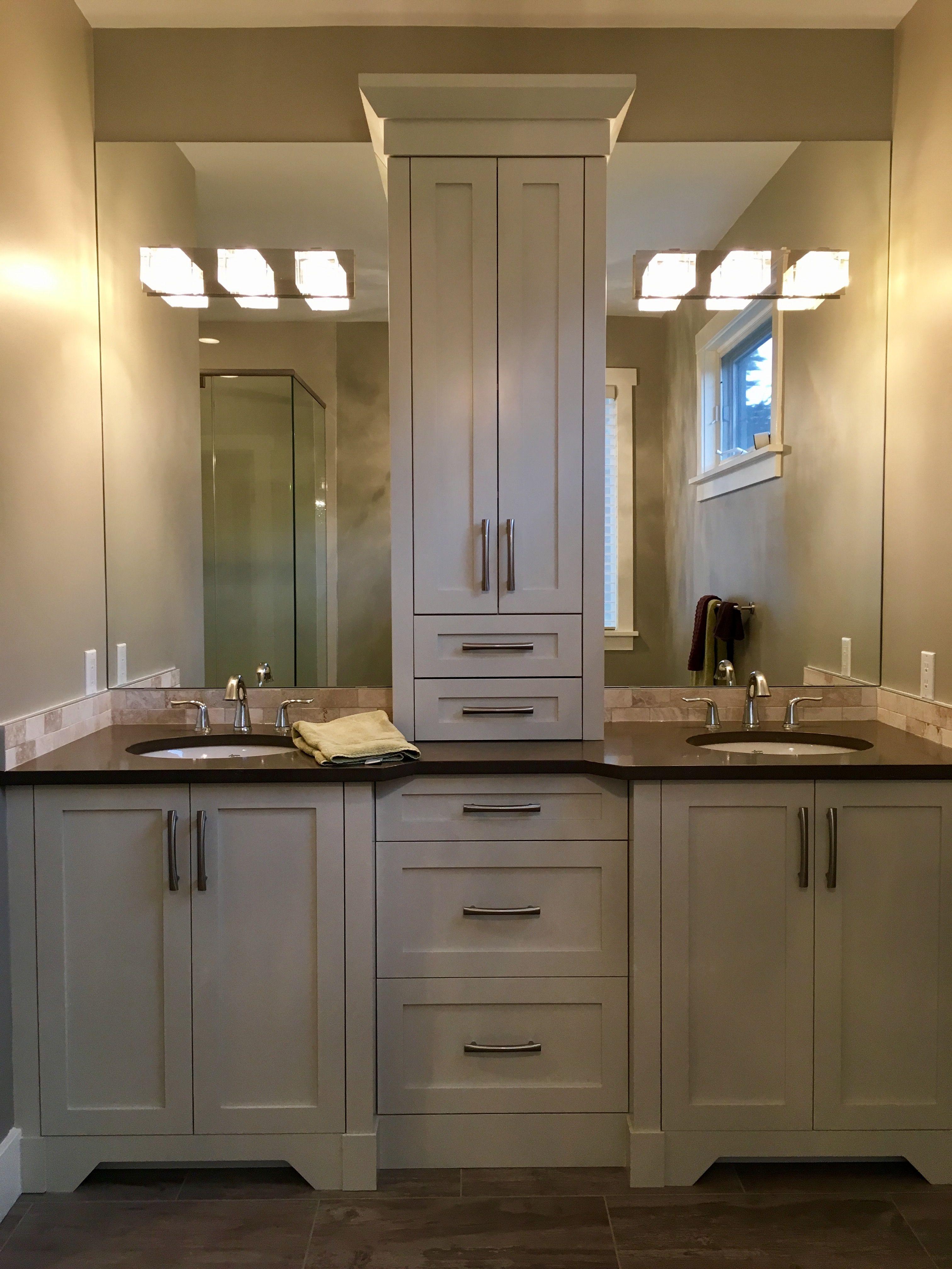 Double Sink Vanity With Crown Moulding And Centre Tower Bathroom Interior Farmhouse Bathroom Decor Bathroom Vanity Remodel
