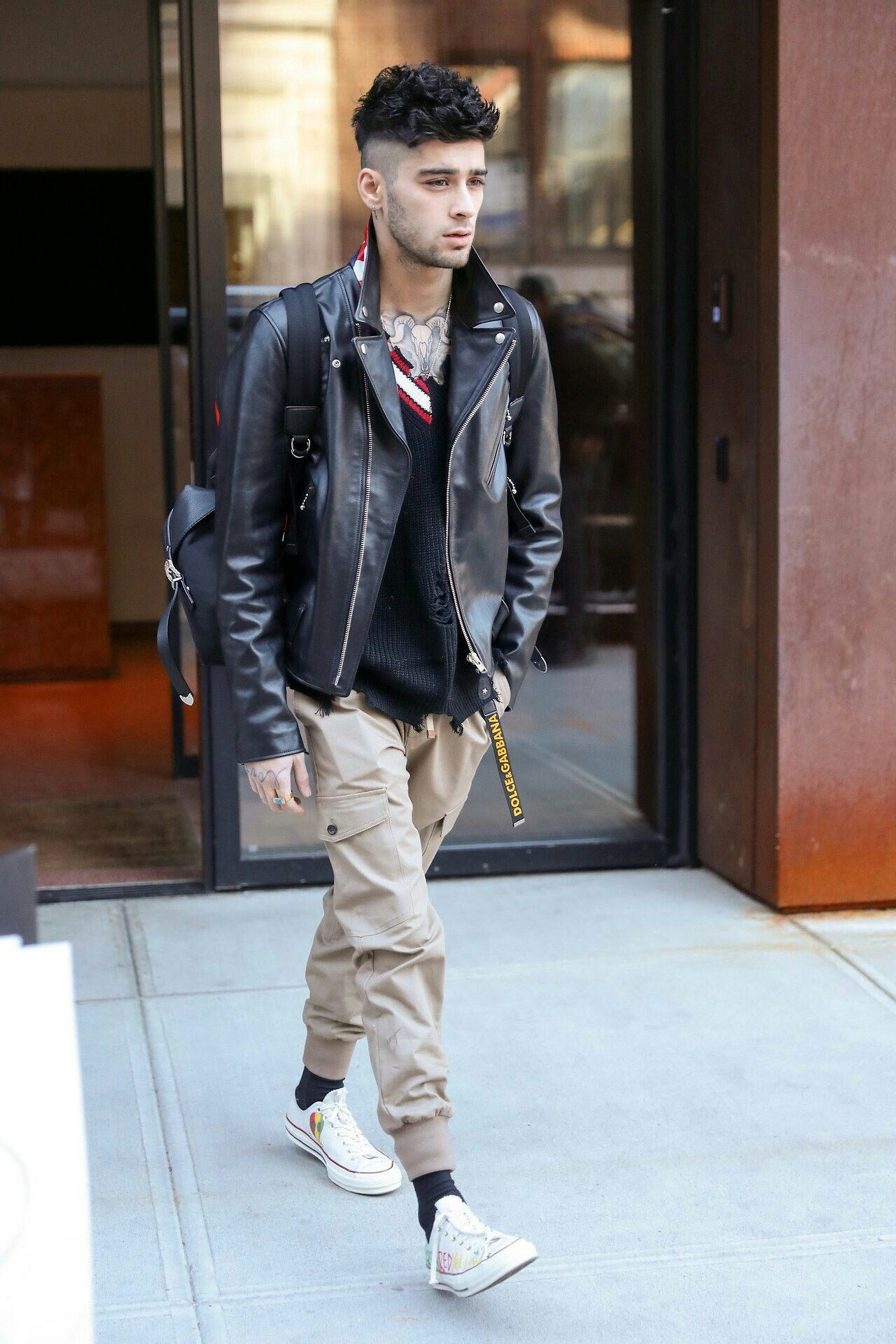 Zayn leaving his apartment on January 14, 2018 in New York City.