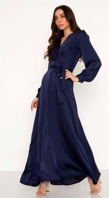 85dbd7bfba65 Maxi σατινέ φόρεμα Κρουαζέ V λαιμόκοψη Μακρύ μανίκι με κουμπί Θυλάκια στη  μέση με ζώνη από το ίδιο ύφασμα Κλείσιμο με κρυ.