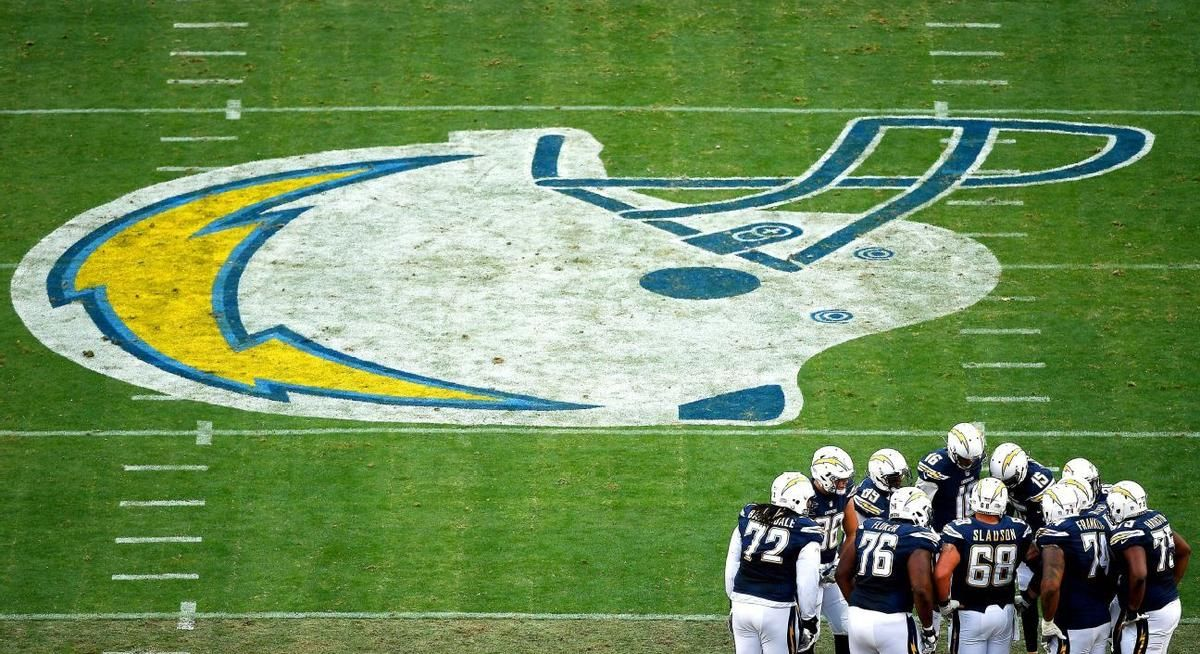 Chargers Reveal Plan To Bolt For Los Angeles Moving To Los Angeles Chargers Los Angeles