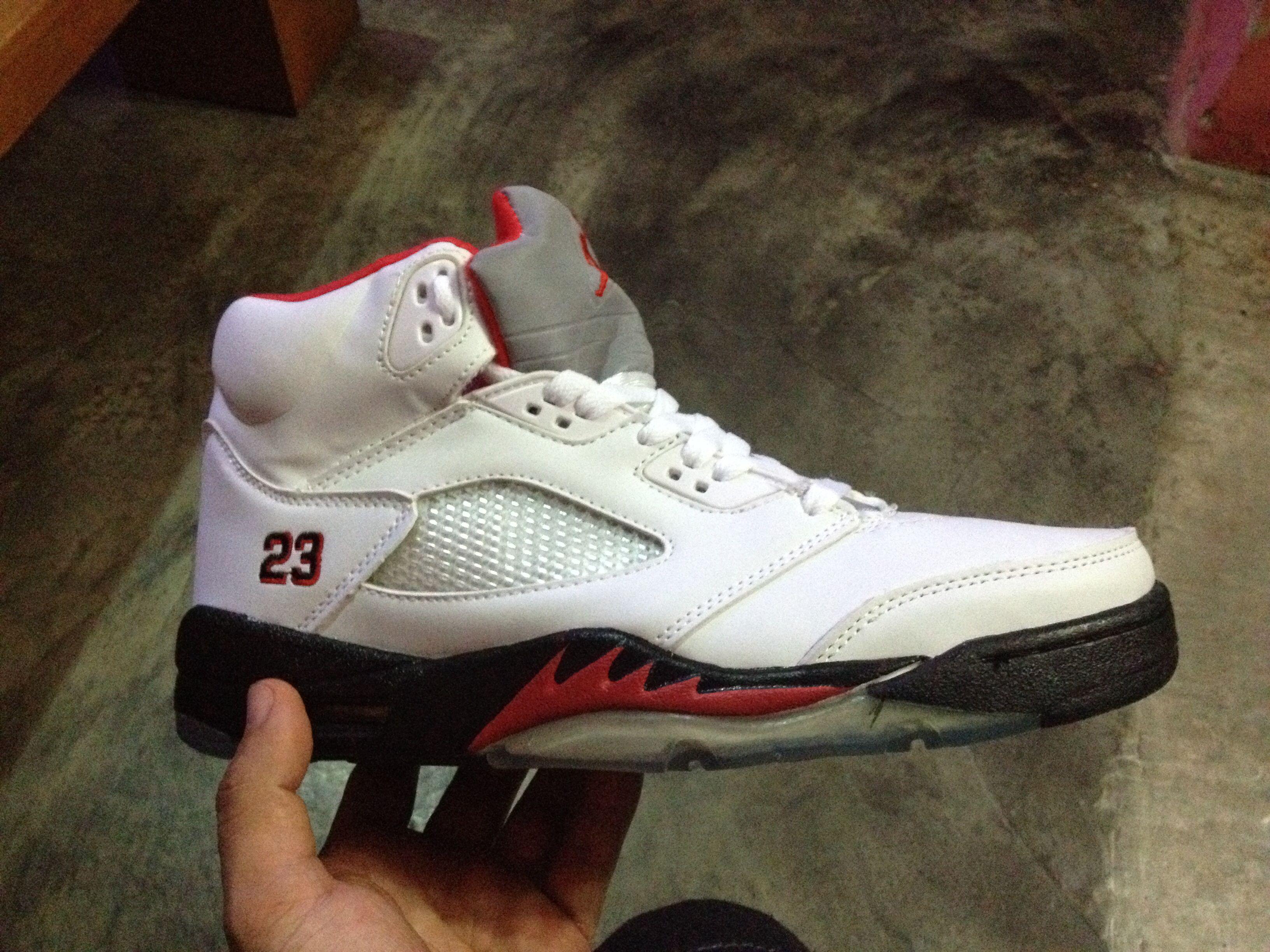 Jordan retro 5.