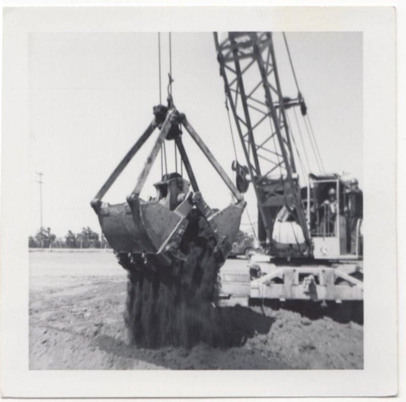 ACTION PIC CLAMSHELL BUCKET CRANE HEAVY EQUIP  OLD/VINTAGE