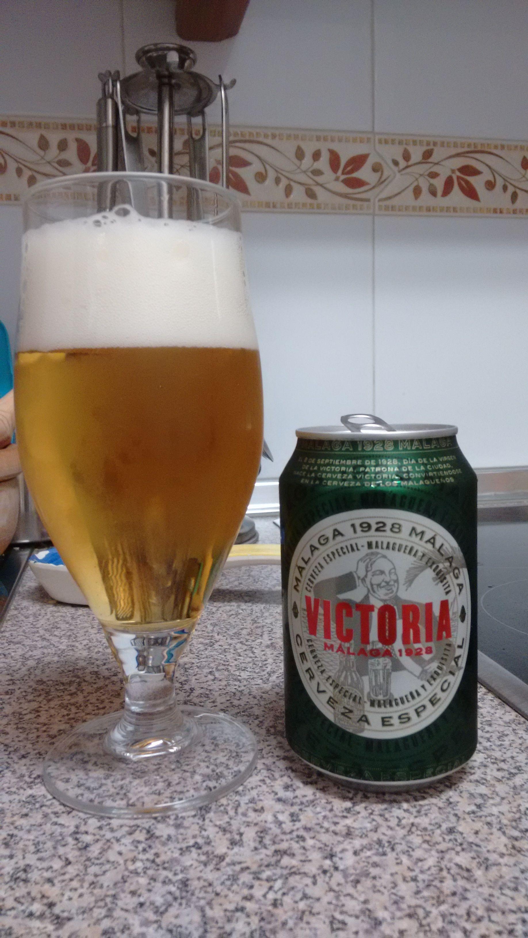 Cerveza Victoria Malaga 1928 Dorada Y Brillante Espuma Blanca Y