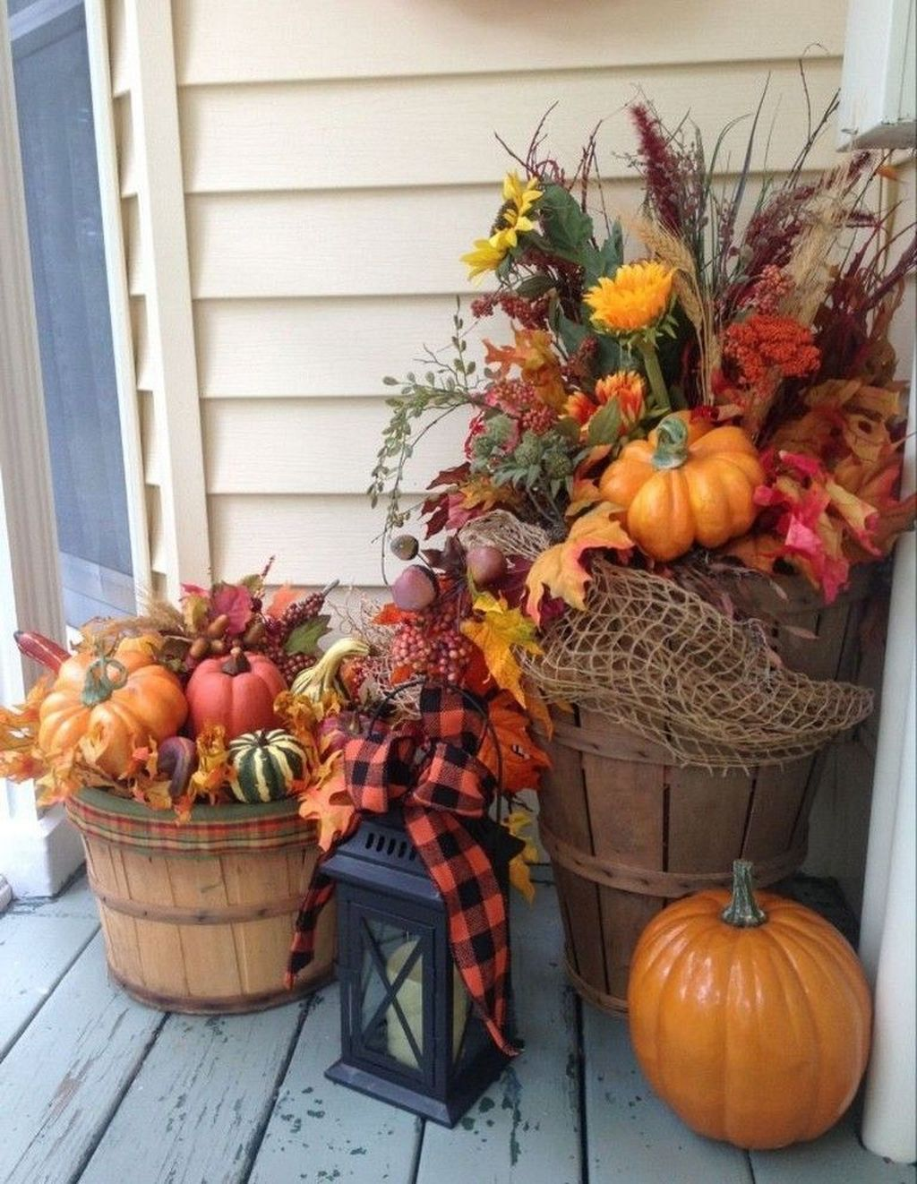 Gorgeous Front Porch Fall Decorating Ideas #fallfrontporchdecor