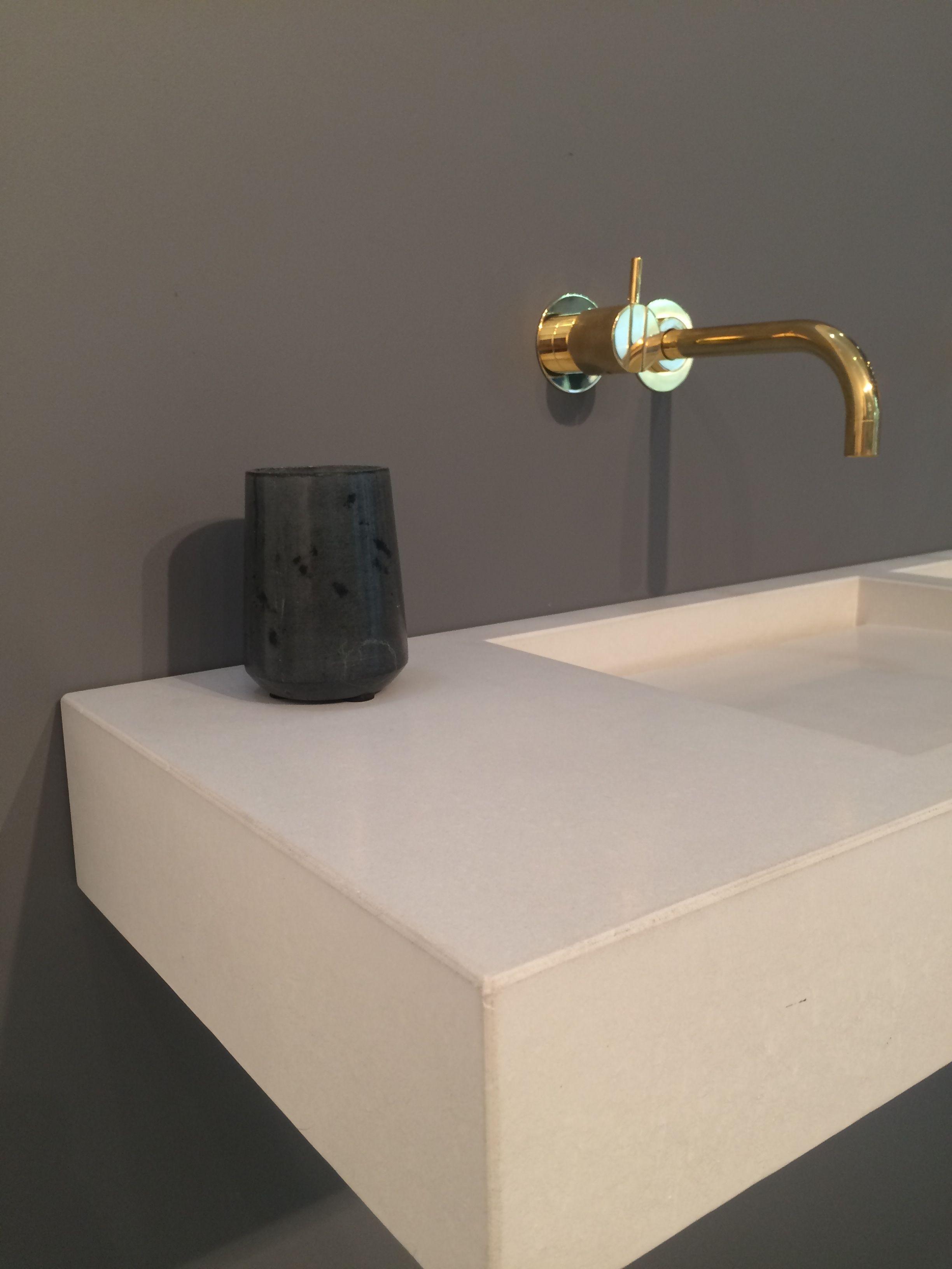 Custom basin designed with hidden runaway drainage by Kast