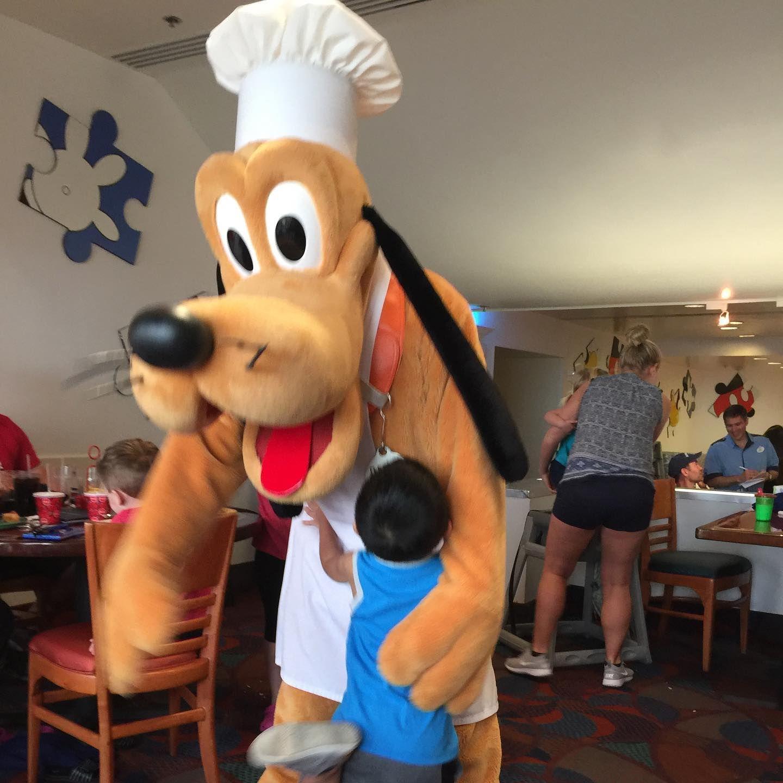 Meeting Pluto #disneyworld #disney #disneylife #disneybound #chefmickeys #thecontemporaryresort