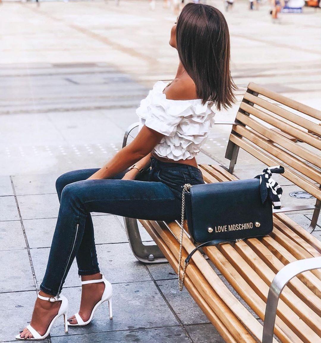 Uwielbiamy Takie Stylizacje Sliczna Xpaulinee Postawila Na Nasze Sandalki Amelia Dostepne Na Black And White Tops White Top And Jeans Black And White