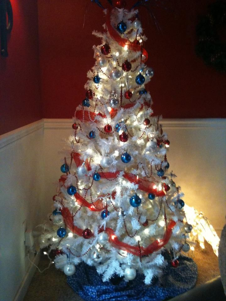 Red White And Blue Christmas Tree Two Of My Favorite Things American And Christmas I Think Yes Patriotic Christmas Christmas Tree Blue Christmas Tree