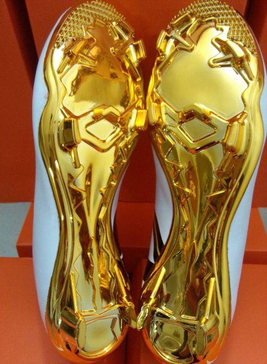 6c59c9b1406d6 Aliexpress.com   Buy 2015 Top Quality Cristiano Ronaldo Cr7 Soccer Shoes  Gold Outdoor Football boots botas de futbol chuteiras Men Athletic Shoes  from ...