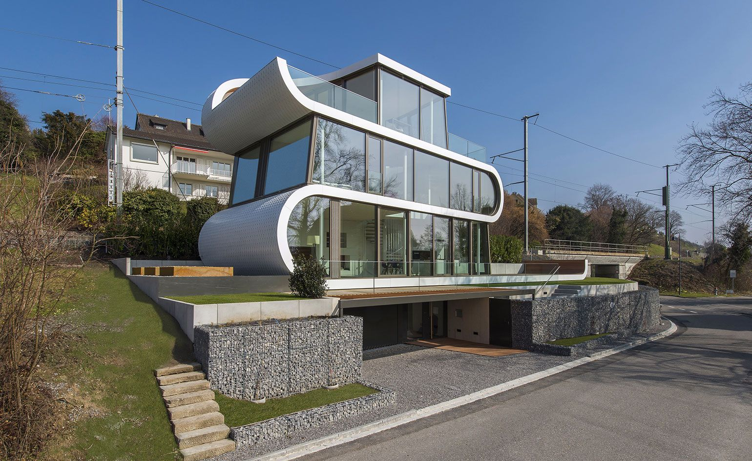 Ahead Of The Curve An Undulating House On The Shores Of Lake Zurich Glass House Design Modern House Design Architecture