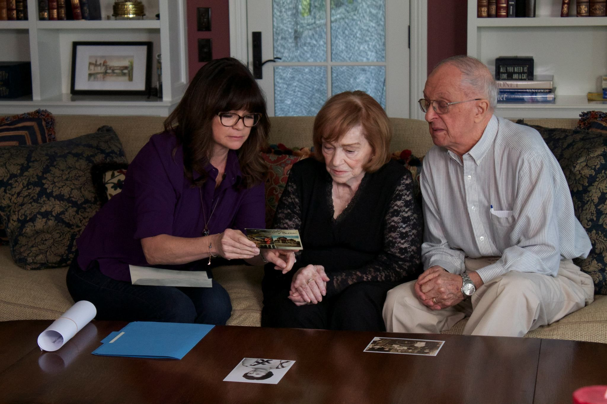 Valerie Bertinelli With Her Parents On Who Do You Think You Are Wdytya Valerie Bertinelli Family History Girl Crushes
