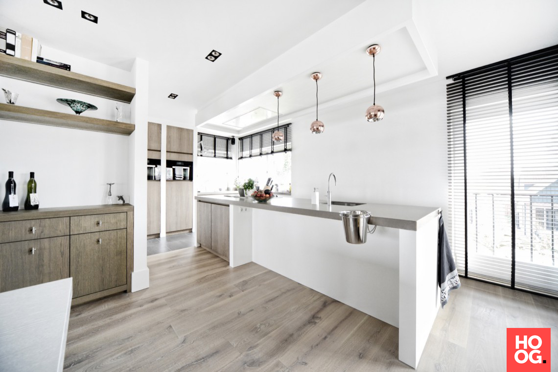 Kembra moderne keuken: luxe keuken op maat in licht eiken hoog