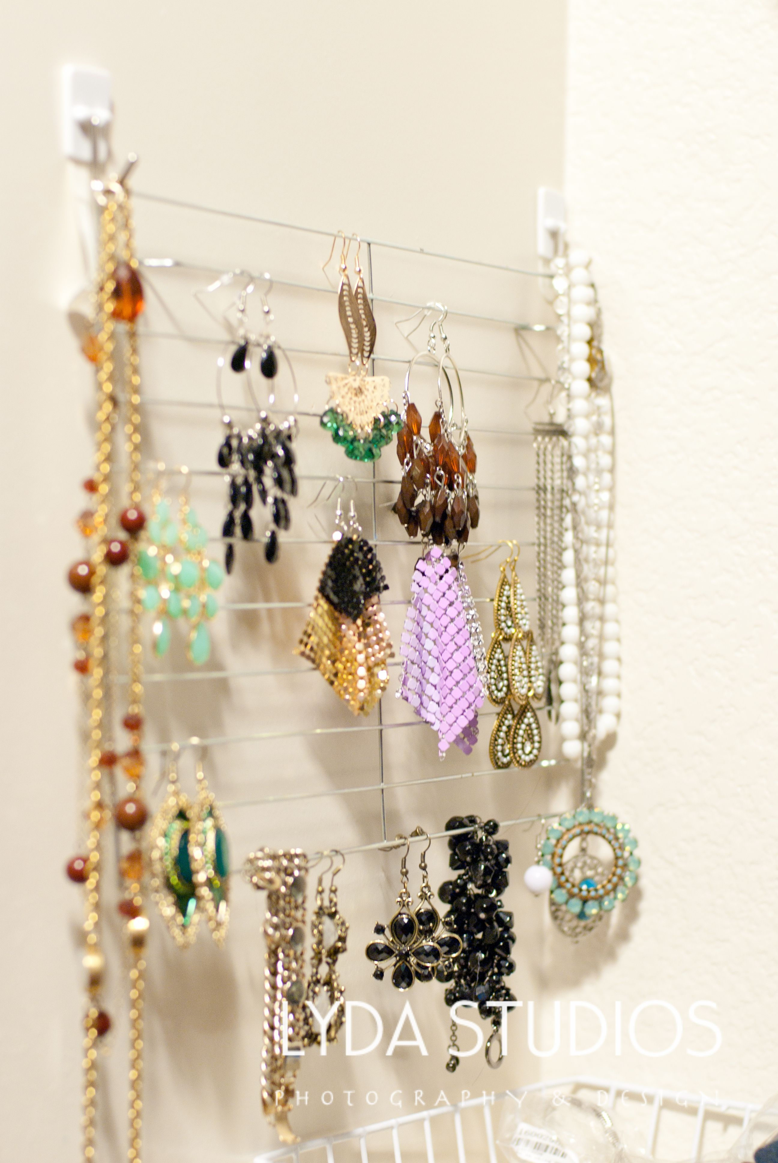 DIY Jewelry and Earring Holder. Dollar store baking wire rack + 1.50 ...
