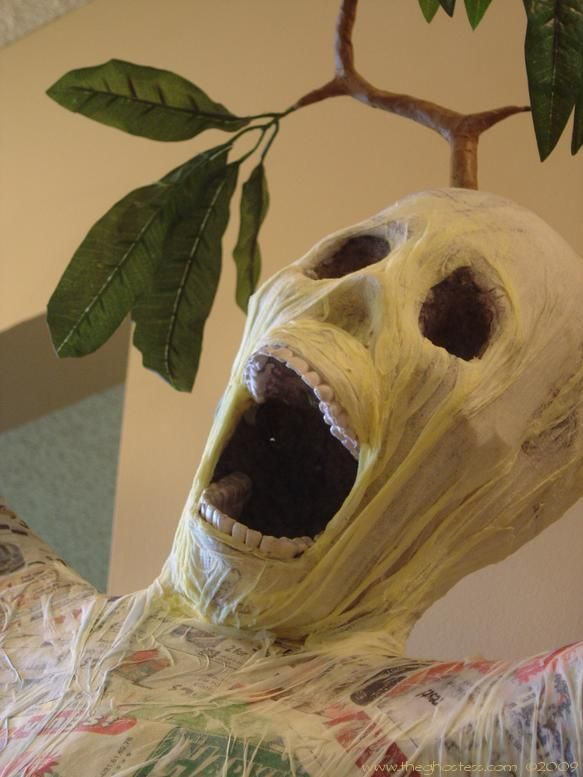 Wailing Tree - DIY - Making a wailing tree out of PVC pipes, chicken - halloween office decorations