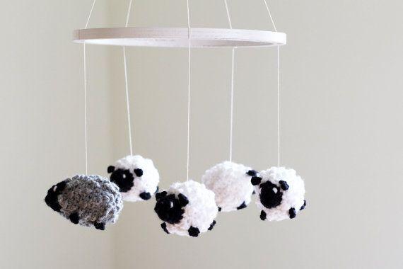 BAA baa, black sheep, avete qualsiasi lana? Queste pecore uncinetto hanno abbondanza di lana e sono morbidi e voluminosi. Calmare il vostro bambino per