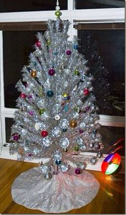 Aluminum Christmas Tree With Spinning Color Wheel Flood Light