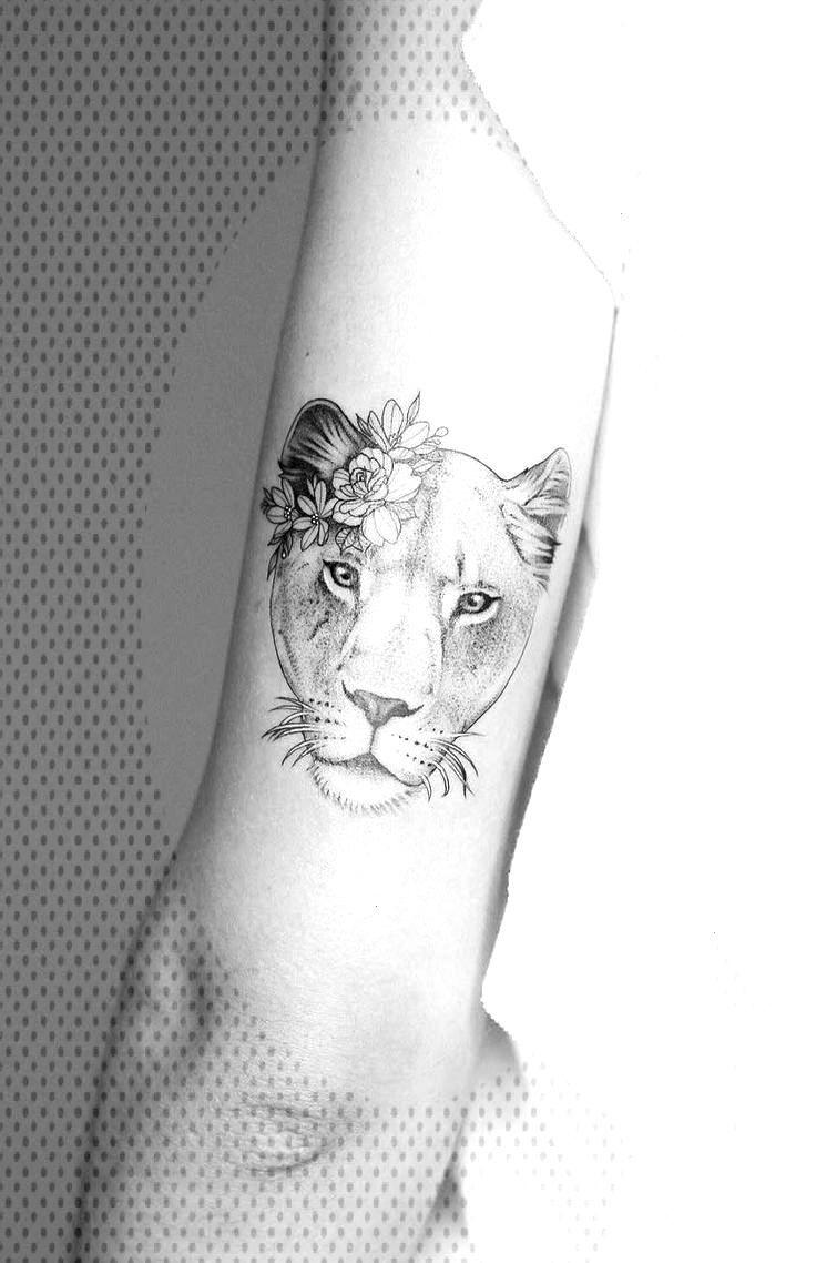 Tattooed model and fashion blogger Sammi Jefcoate - Tattooed models -  tolles Löwin Tattoo Design