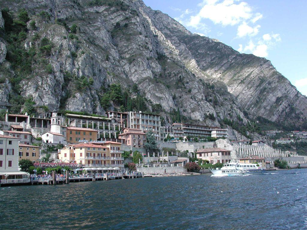 Ferryboats On Lake Garda Lake Garda Kart Og Gard