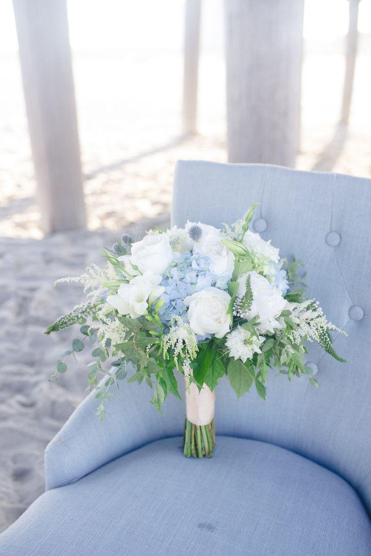 Strandhochzeit, weiße und blaue Brautstrauß weiße Rosen, blaue Hortensie, bo ..., #blaue #Br...