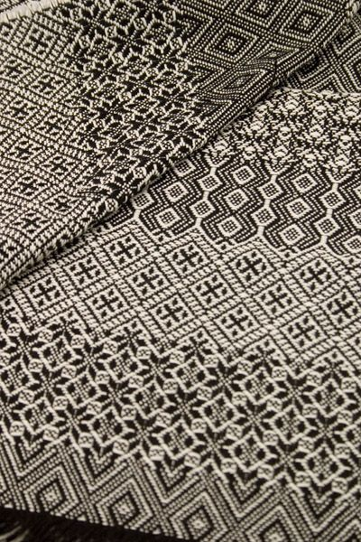 Black and white patterns | p a t t e r n | Pinterest | Weben, Ikat ...