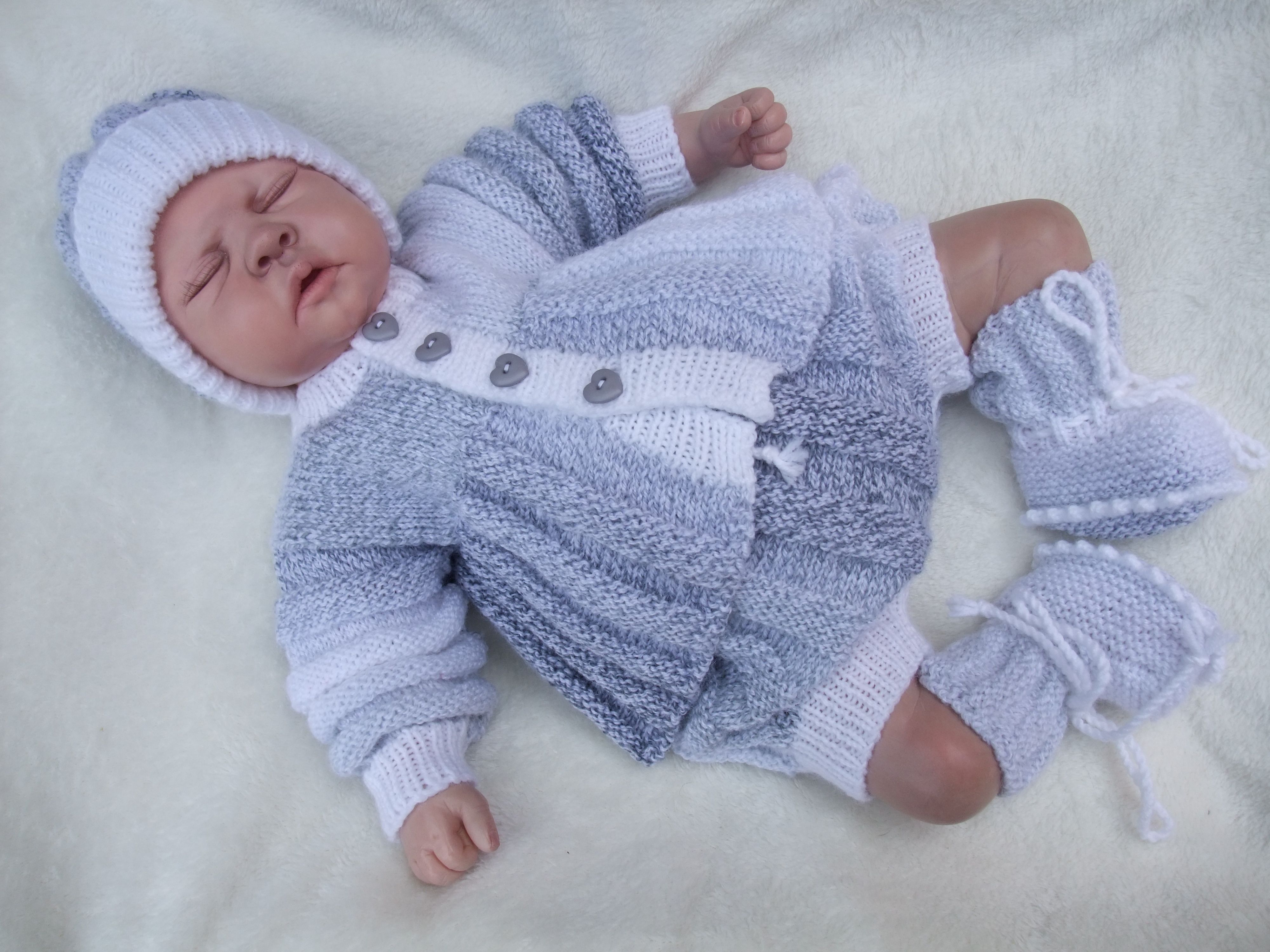 THIS IS JAZZIE ROCK, THE PATTERN IS AVAILABLE FROM www.angelknuts.co ...