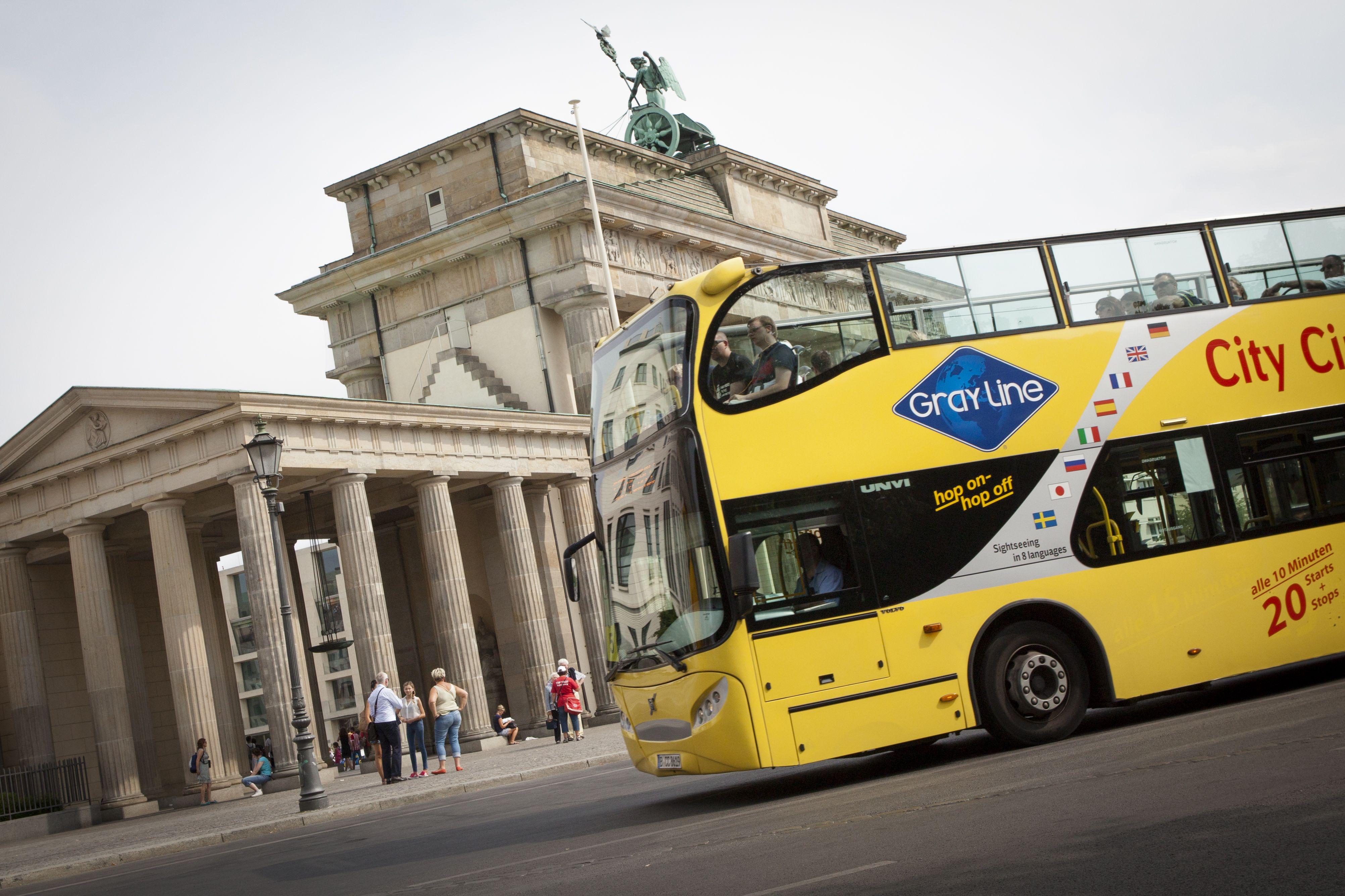 Until 1989 The Brandenburg Gate Brandenburger Tor Was A Symbol For The Division Of Berlin And Germany And Now Stands For Ger Brandenburger Tor Hauptstadt Bus