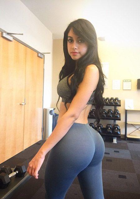 Big booty girl white yoga pants