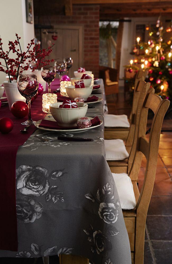 Mistelzweige oder Strümpfe voller Geschenke – alles very British. Uns hat der Blick ins Königreich zu weihnachtlichem Dekorieren inspiriert.