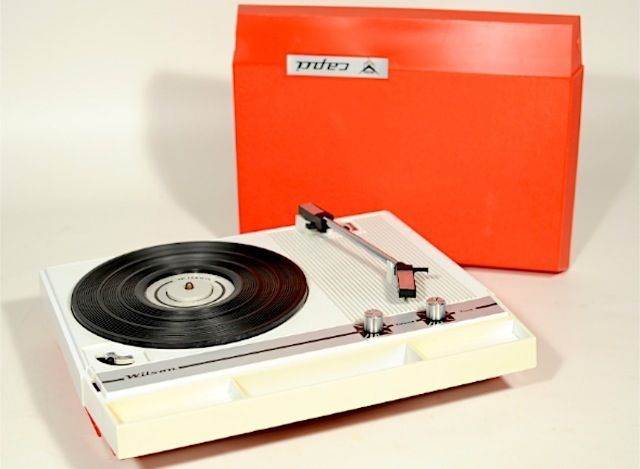 Portable Wilson Capri turntable from the 70's  Want one please
